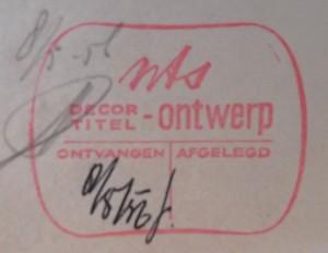 """Op de stempel op dit formulier uit 1956 is de tweedeling """"decor"""" en """"titel"""" al te zien."""