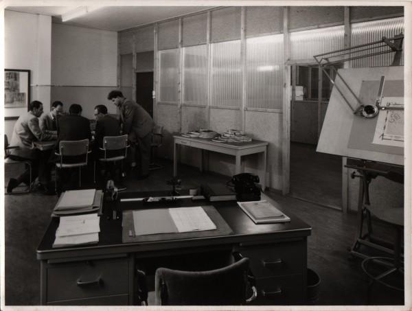 Duetz en Zwart in een decorbespreking, ca 1956