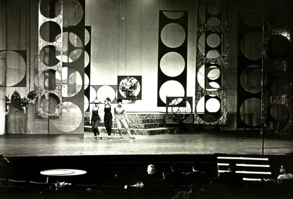 Zaterdagavondakkoorden van Jos van der Valk, 1965. Collectie: Beeld en Geluid