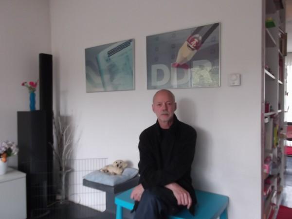 Dick van Stralen, was van  1988-2003 artidirector van de 'dagelijkse grafiek' bij het NOS Journaal